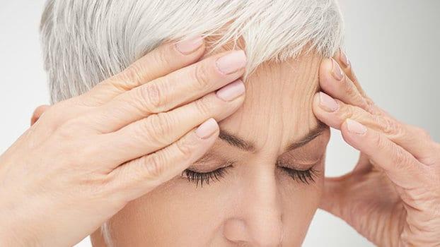 Mal di testa, il sintomo sottovalutato che ti può uccidere: quali esami devi fare