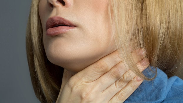Come distinguere il mal di gola virale da quello batterico